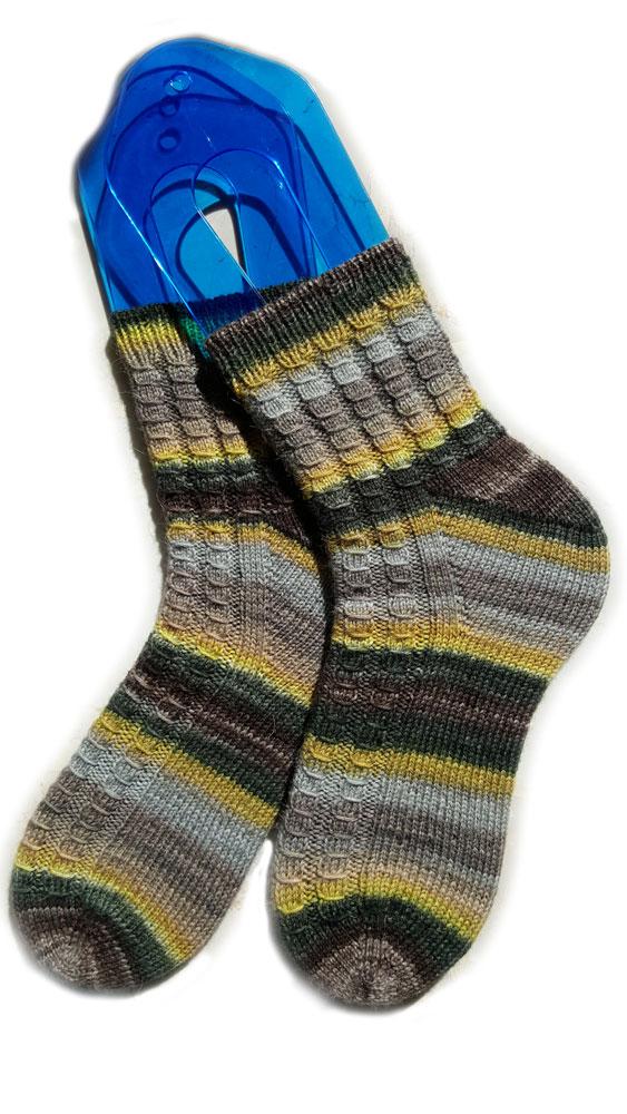 Come realizzare dei calzini con il nostro modello originale. calzini ai  ferri b6cb1365e02c